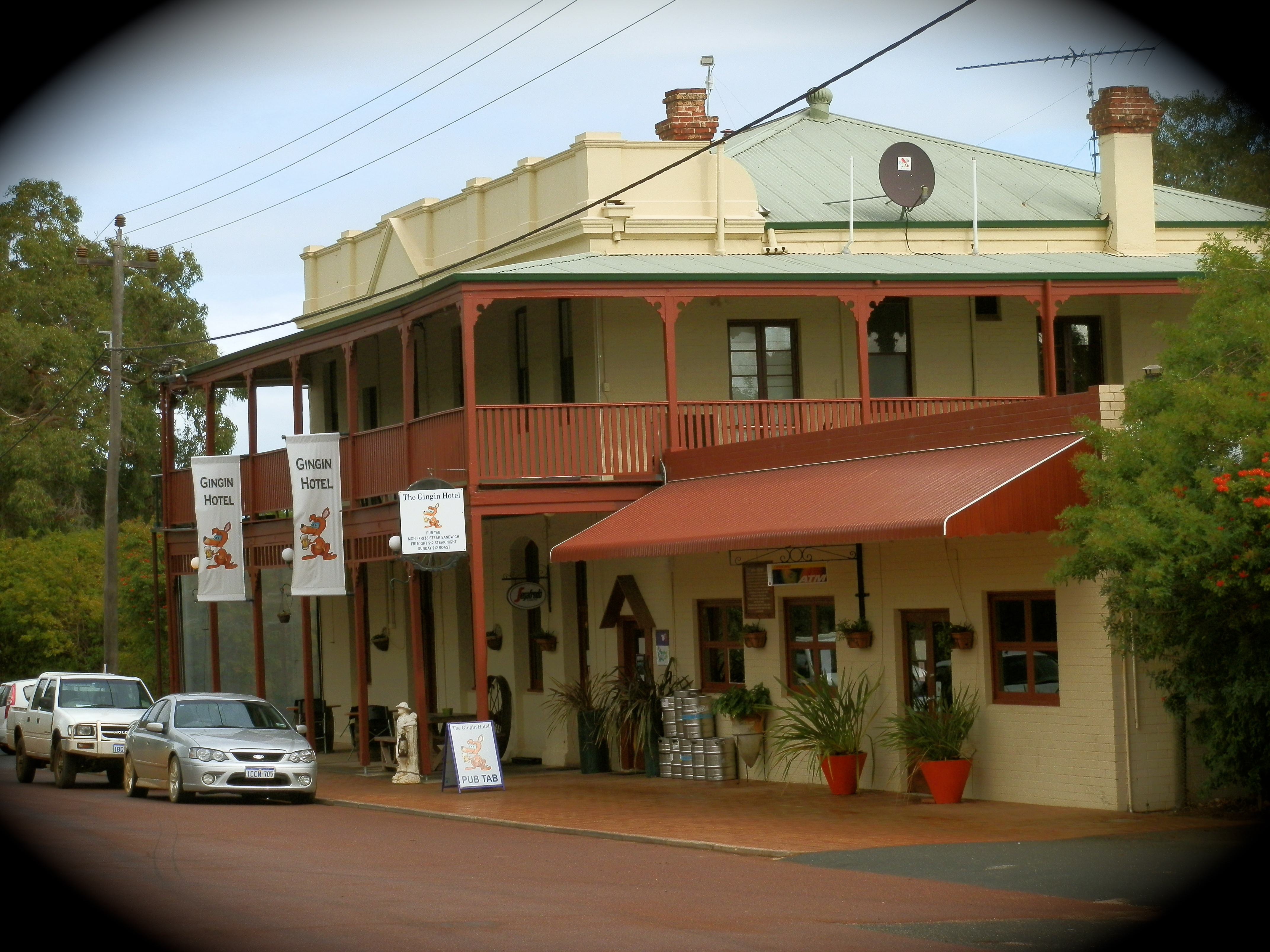Gin Gin Australia  city images : Welcome to our hotel! Come along for a great Sunday afternoon, grab ...